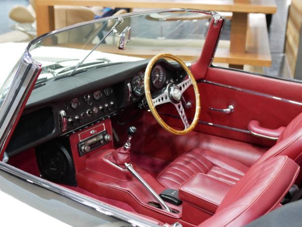 Jaguar E-Type Roadster(ジャガー Eタイプ ロードスター)【トヨタ博物館 TOYOTA AUTOMOBILE MUSEUM】【ウェブマガジン「GOKUI」車両図鑑 https://gokui.biz/ 】【岐阜県美濃市Milestone Vehicle https://milestone-vehicle.com/ 】