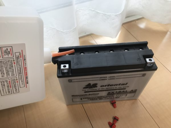 DUCATI900SS バッテリーを互換品に交換
